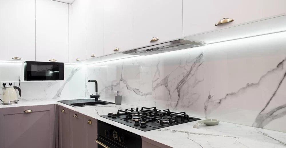 نمونه سرامیک کلکته پالرمو که فضای بازی را در آشپزخانه خلق کرده است